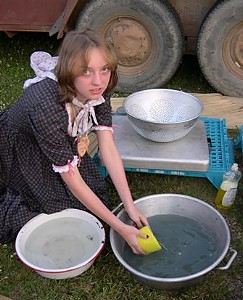Dishwashing is one of the chores during the wagon train, photo by S. Kluvers