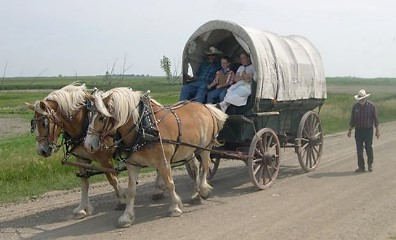 pioneer people wagon. covered wagon, photo by s. kluvers pioneer people wagon